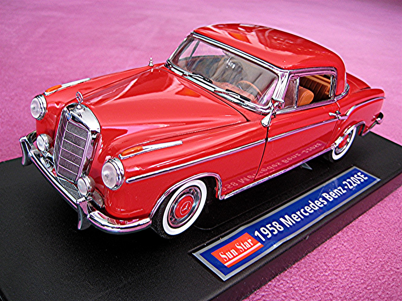 1:18 Mercedes 220 SE Coupe rot 1958