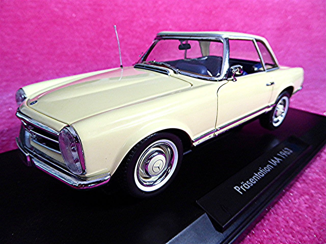 1:18 Mercedes 230 SL Coupe beige 1963