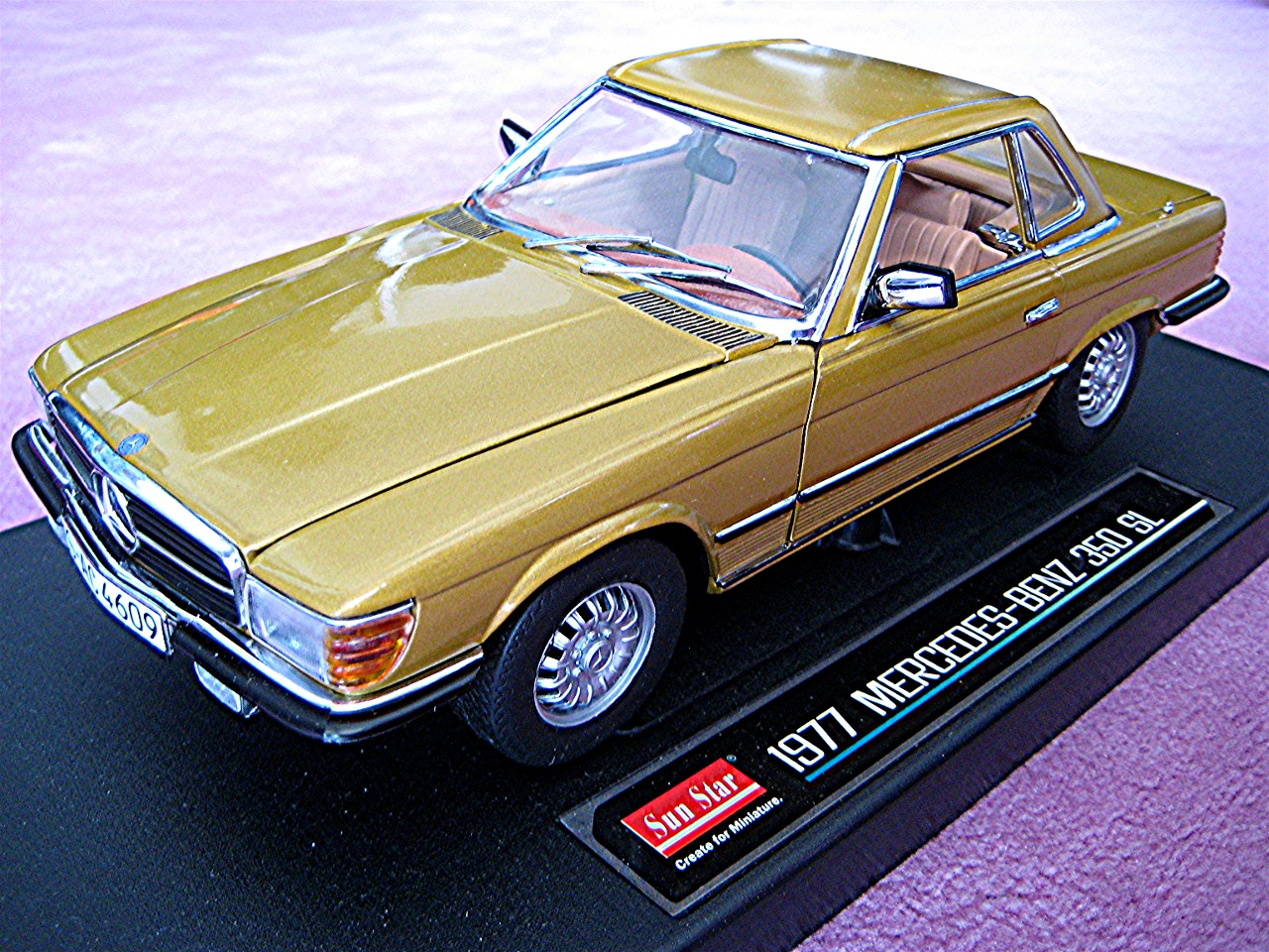 1:18 Mercedes 350 SL Coupe gelbgold 1977